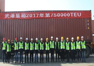 武港集箱圆满完成75万标准箱任务